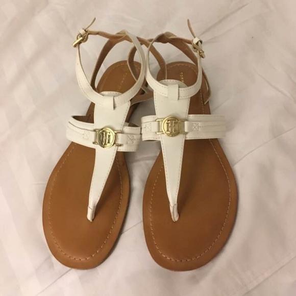 705ce35d794ec Tommy Hilfiger t-strap white flat thong sandals.9M